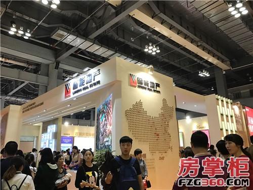 重庆鲁能超大幅广告亮相狂吸睛 十盘齐发引爆秋交会
