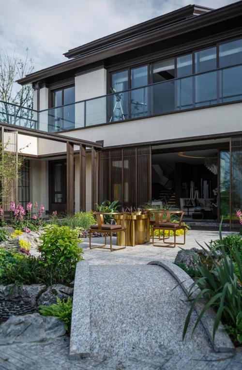 增强四合院格局感,龙湖紫云台【千山阅】在房屋设计上通过排列组合,将