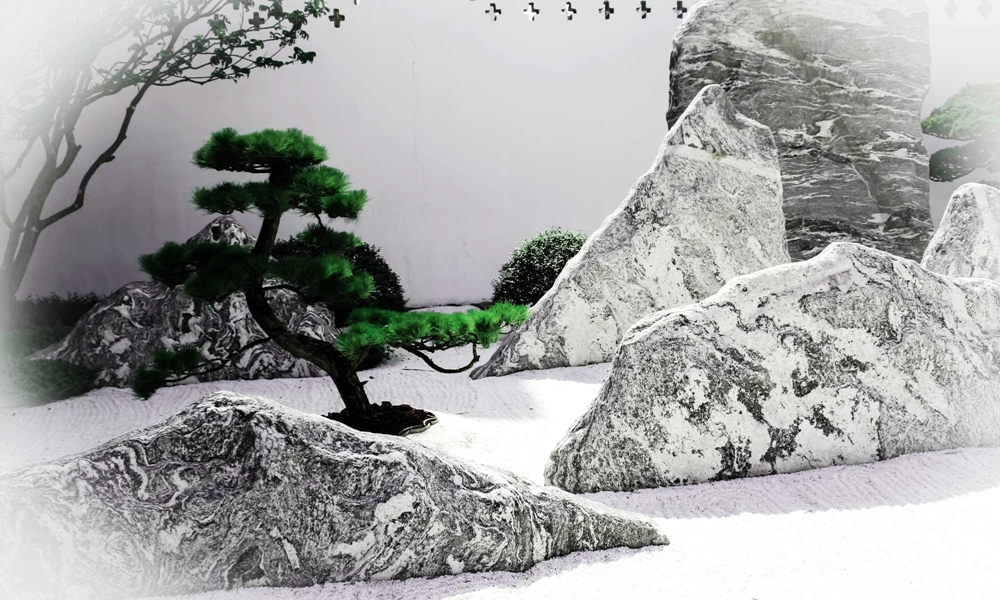 庭院苍翠,奇石陈列。如画的风景,如诗的岁月,如果可以铭刻,一定会成为最美的纹路。
