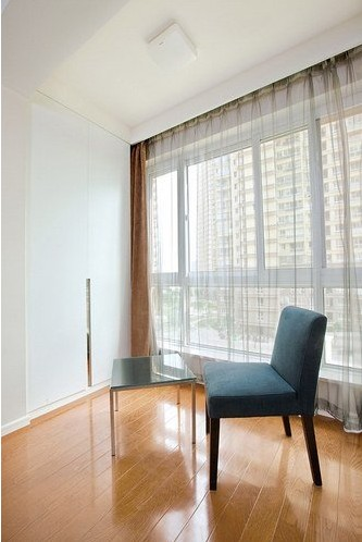 55平小户型超显大装修效果 两室一厅飘窗特别设计