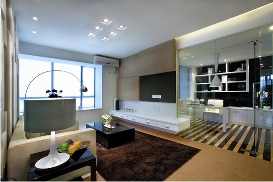 客厅装修效果图:玻璃隔断书房,打造出一种现代的感觉.