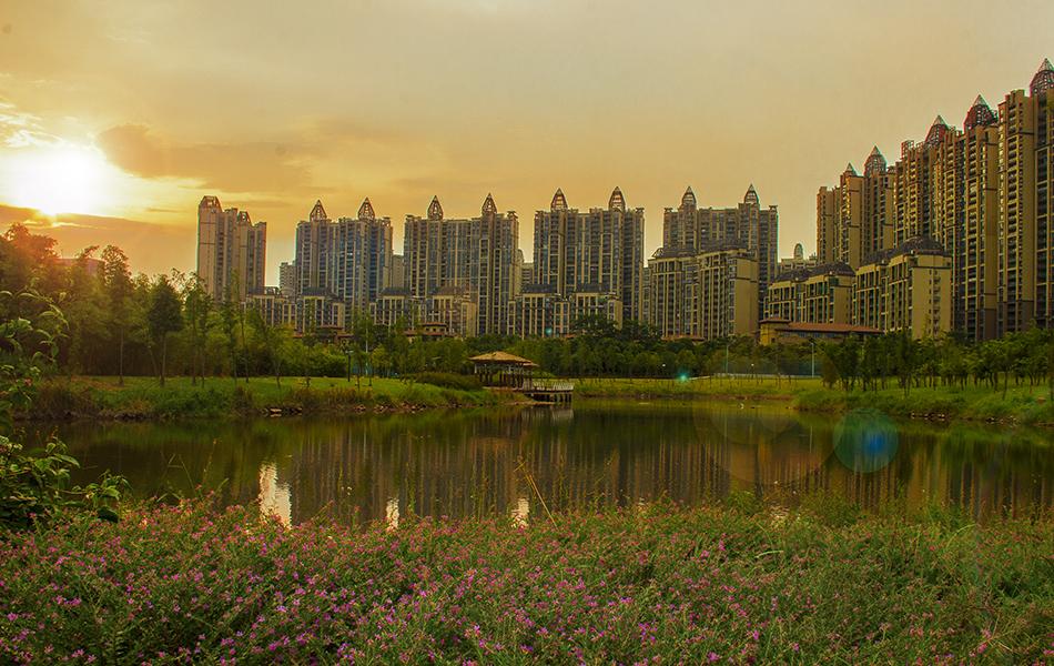在《惠州城市总体规划(2006—2020)》纲要中,包括金山湖在内的惠州南部新城承担着文化中心、体育中心、医疗卫生中心、高等教育中心等众多城市配套功能。