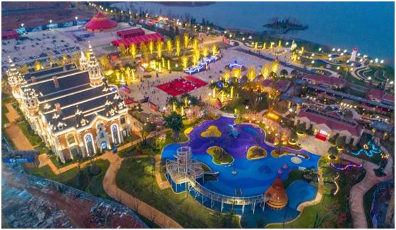 武汉恒大文化旅游城实景照   武汉恒大文化旅游城规划约128000平欧式城堡酒店、51600平恒大精品酒店、17800平婚礼庄园、25700平大型演艺中心、65700平国际会议中心、59600平博物馆群、117700平童话大街、44900平国际会展中心,汇集游乐、文化、休闲、商务、旅居多重功能于一体。