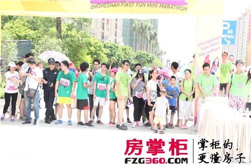 中山首届趣味马拉松举行 网友们欢聚在保利国际广场