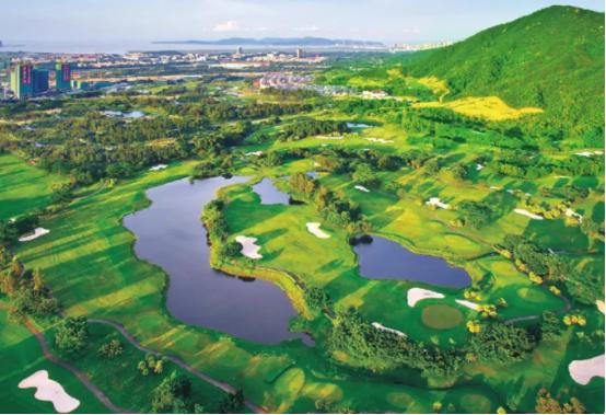 翠湖高尔夫果岭间,超高品质的高尔夫居住区,九洲绿城翠湖香山做到了!